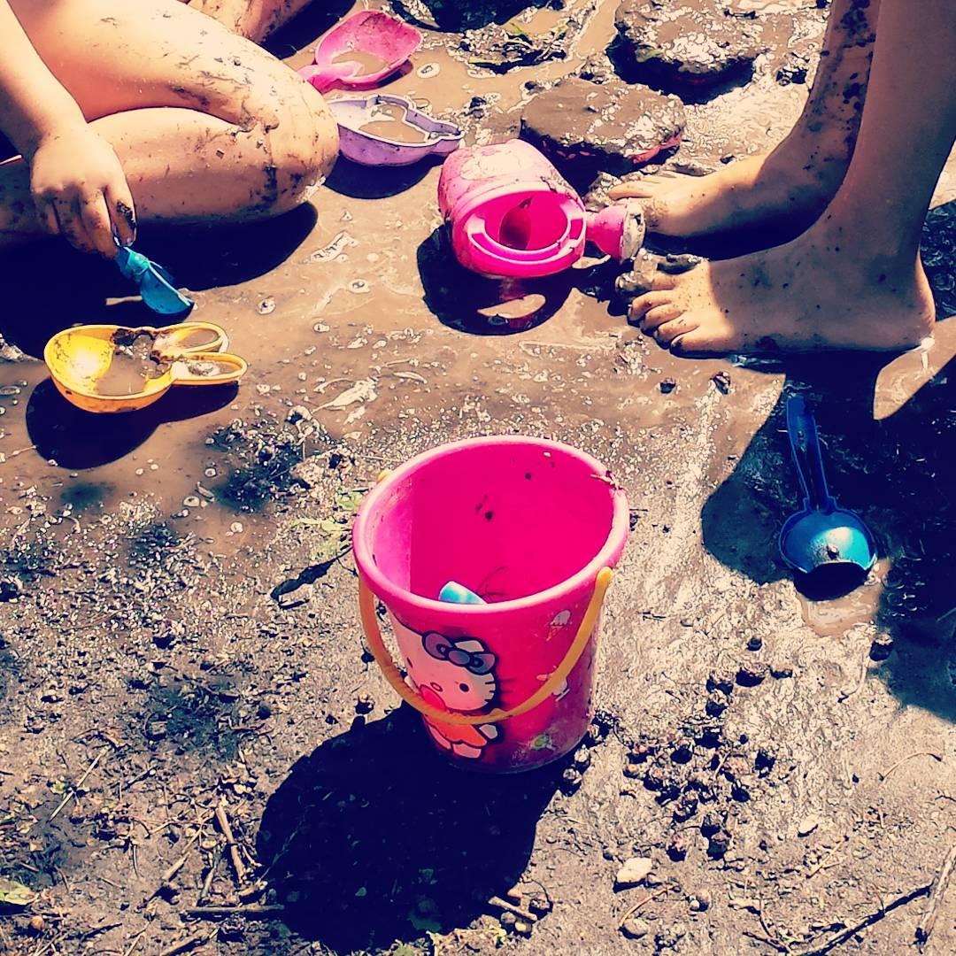 Najlepiej w botku  wakacje naogrodzie napodwrku dzieciaki happy childhood