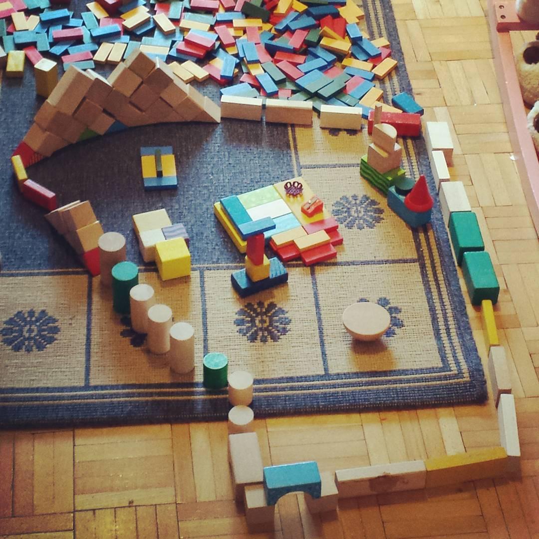 Domowa architektura klocki kreatywnie woodentoys chore dziecko wdomu