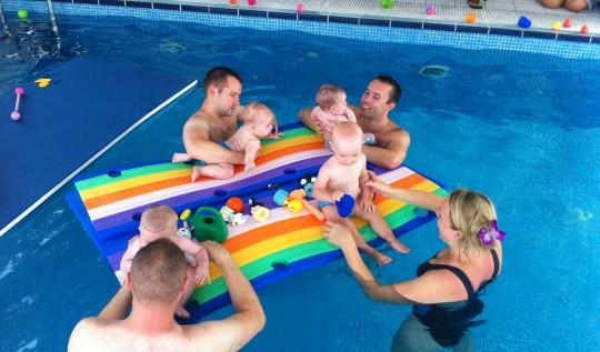 Jak wybrać szkołę pływania dla dziecka