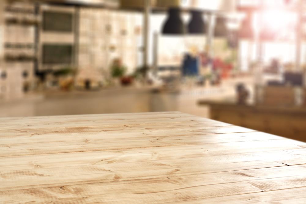 Drewniany blat stołowy w kuchni