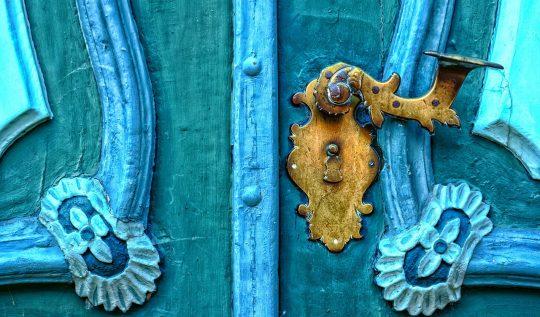 Za niebieskimi drzwiami - film
