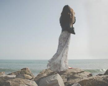 Jak dobrać odpowiednią długość sukienki do okazji?